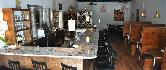 Stack's Coastal Kitchen : Open for dinner in causal, relaxed setting
