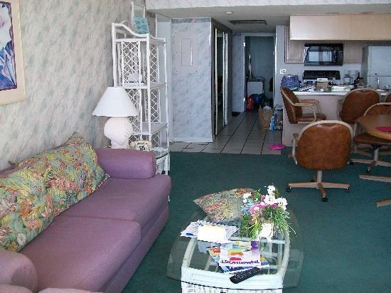 Ocean Landings Resort and Racquet Club: Living Room, 2 brm unit
