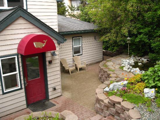 Copper Whale Inn: center courtyard