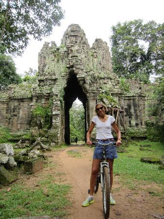 Cambodia Compassion Tours - Private Day Tours: more remains