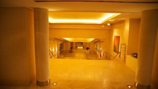 ปาลาซิโอดูโฮ-พาร์คไฮแอทบัวโนสไอเรส: Art Gallery in Underground passageway