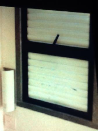 Hotel Porto Real : conservacao da janela