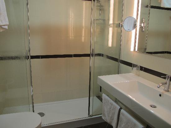 โรงแรมซอนยา: Bathroom