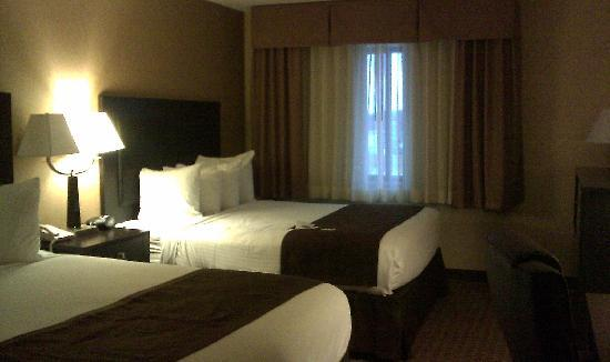 Best Western On The River: Room with 2 queen beds.