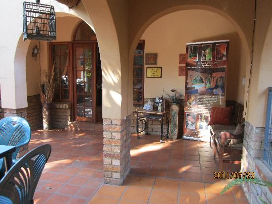 Bohemian Rhapsody Guest House  &  InnTshwane Lodge: place at gate of dining room