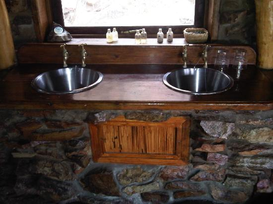 Aquila Private Game Reserve - Day Trip Safari: His and hers basins
