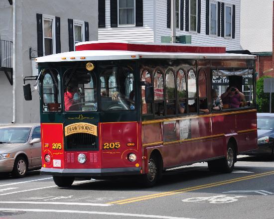 Salem Trolley: Trolley