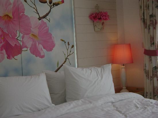 Bussaba Bangkok: ห้องชมพูพันธ์ทิพย์
