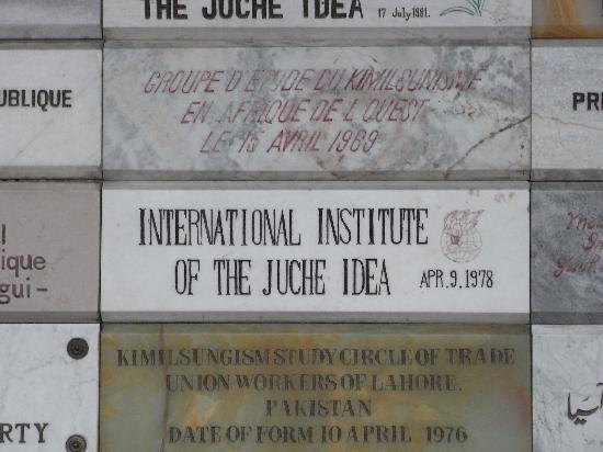Tower of the Juche Idea: Tafeln anderer Juchee - Gesellschaften