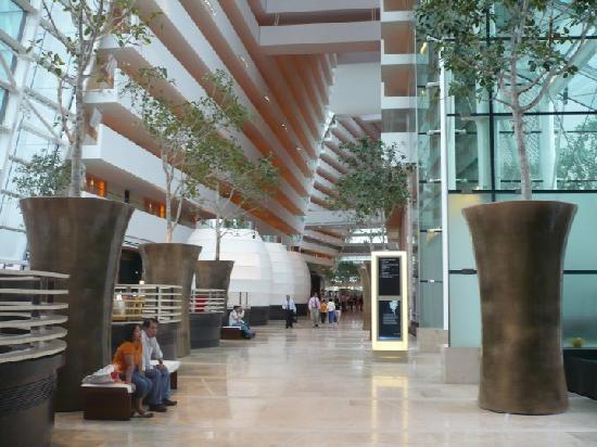 โรงแรมมารีน่า เบย์ แซนด์ส: Hotel lobby