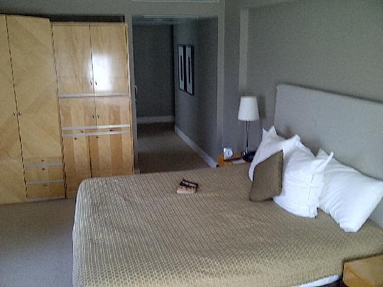 โรงแรมอโมร่า แจมิสัน: Cnr King1