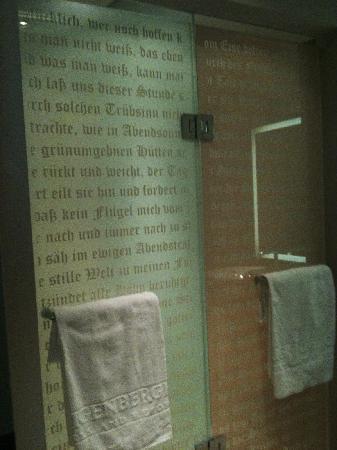 Steigenberger Grandhotel Handelshof: faust on the rainshower and toilet doors