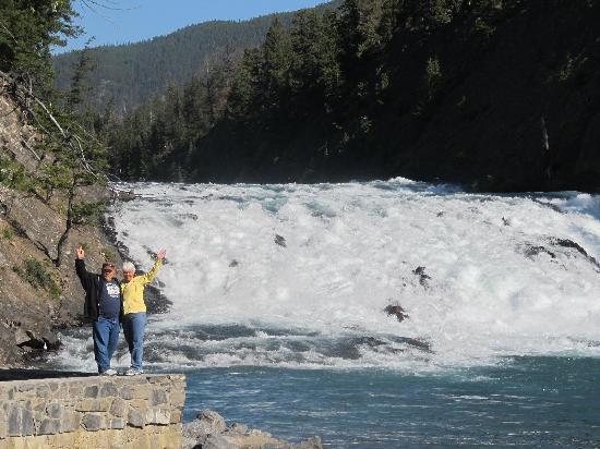 Moraine Lake: rapids near the hotel