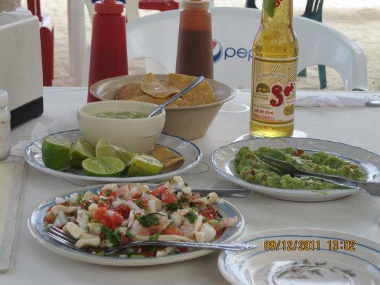 La Tarraya: Ceviche, guacamole and green habenero salsa and chips