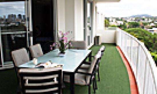 Founda Gardens Apartments: Enjoy the very large balcony