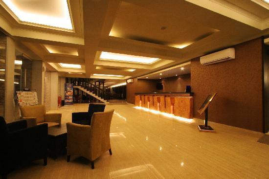 Dafam Hotel Cilacap: Lobby