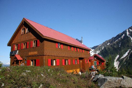 Selkirk Mountain Experience Lodge: Durrand Glacier: The chalet