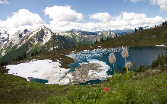 Selkirk Mountain Experience Lodge: Durrand Glacier: Tumbledown Lake