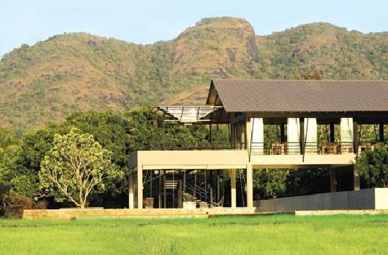 Thilanka Resort and Spa: Restuarant area from back paddy field side