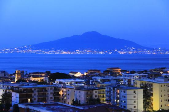 Hilton Sorrento Palace: 同夜景