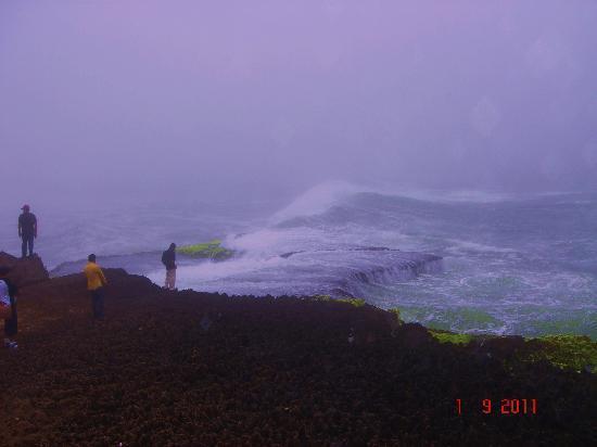 Marneef Cave: Killer Waves