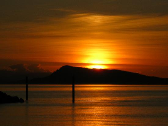 Orcas Hotel: Sunset from Orcas Island