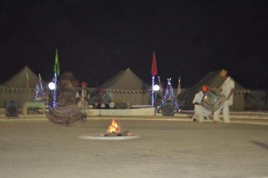 Oasis India Camps : Enchanting evening by camp fire.