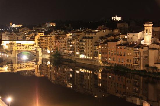 Antica Torre di Via Tornabuoni : 滞在した部屋からの夜景(ポンテ・ヴェッキオ)