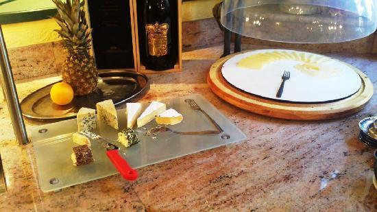 Hotel Unter den Linden: Breakfast, cheese platter