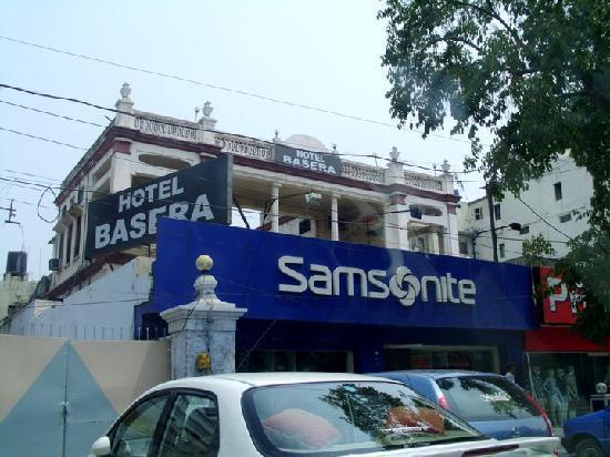 هوتل باسيرا: Basera street view
