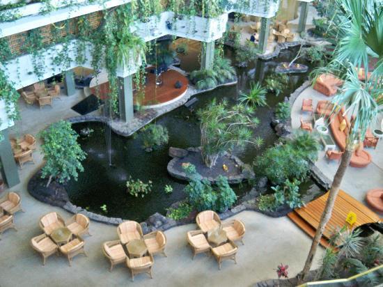 Hotel Grand Teguise Playa: the main bar.