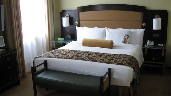 Habitaci n est ndar con cama queen size fotograf a de for Juego de cuarto queen size
