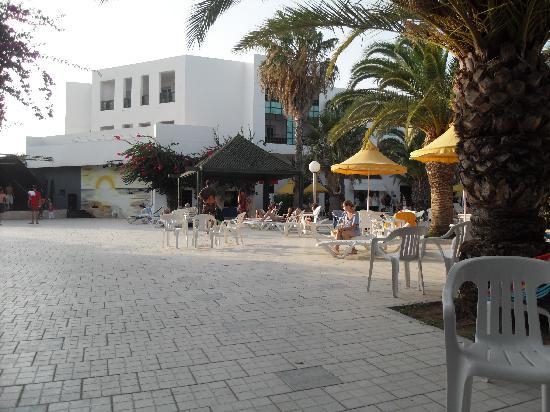 Nerolia Hotel & Spa: scène de spectacle