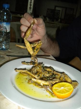 Antsirabe, Madagascar: Eating frog legs!!