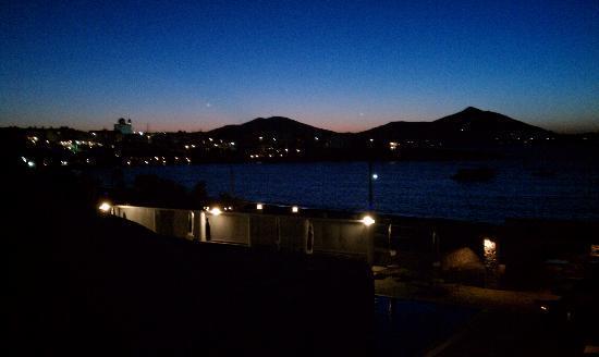 Kosmitis Hotel: Naoussa at Night