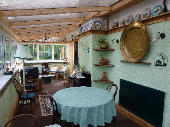 Plas Llangaffo Farmhouse: Dining & Sitting Room