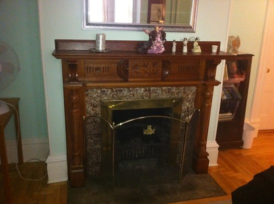 Fresh Start Bed and Breakfast: Fireplace