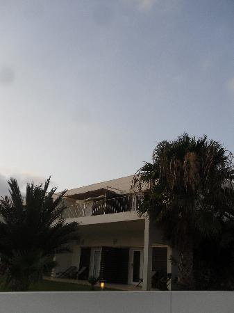 Hotel Dunas de Sal: La suite Junior vue de l'entrée de l'hôtel