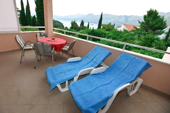 Villa Ana: Each apartment with private sea view terrace 16m2 in size