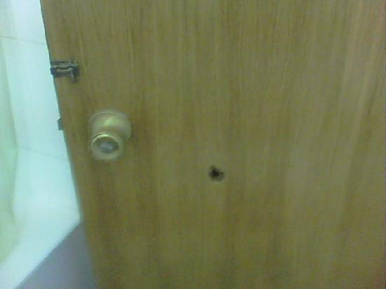 Royal Apartments: hole in the door