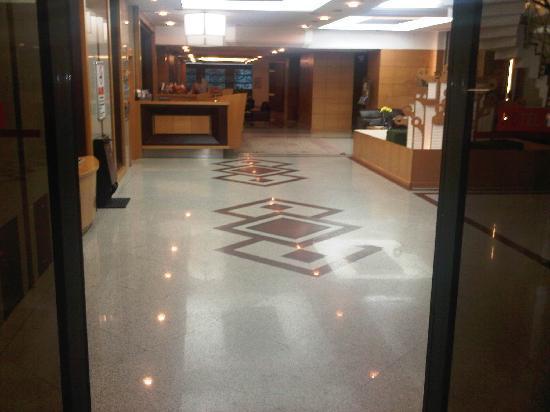 Marble Hotel: مدخل الفندق