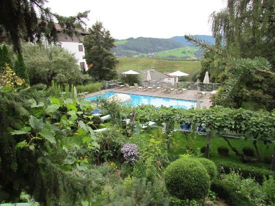 Hotel Heubad: the pool & the garden 1
