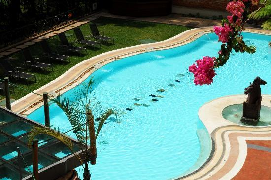 Golf Course Hotel: Swimming pool