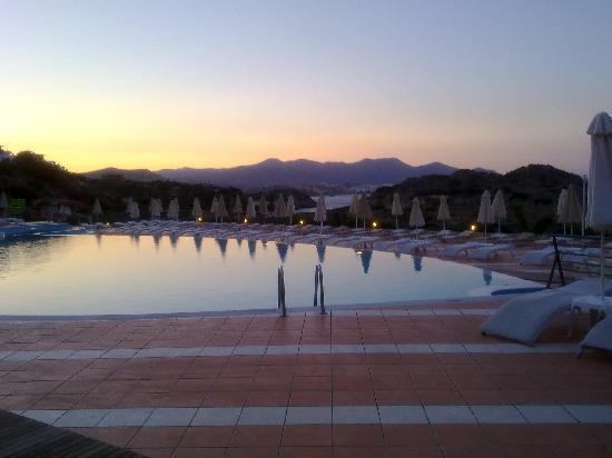 บลูมารีน รีสอร์ท & สปา: Swimming pool