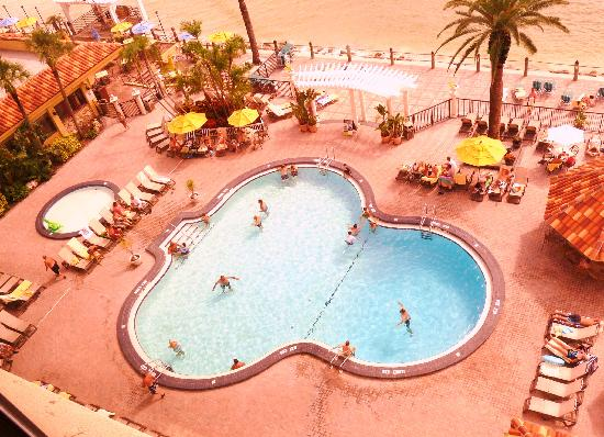 Holiday Inn Hotel & Suites Clearwater Beach: Pool View