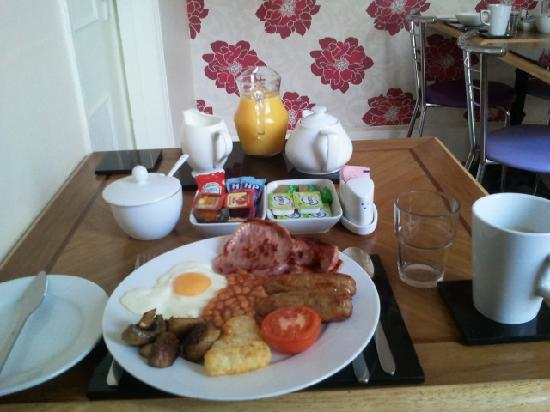 Anis Louise Guest House: full english breakfast