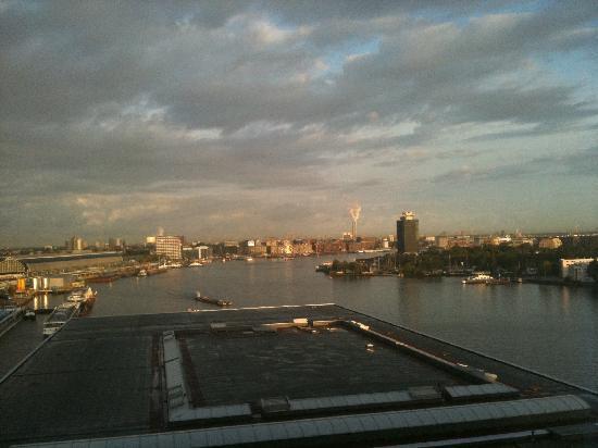 โมเวนพิคโฮเต็ล อัมสเตอร์ดัมซิตี้เซ็นเตอร์: View to the west