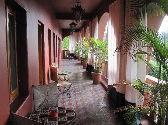 Hotel California: corridoio che porta alle camere