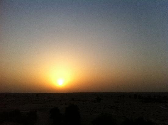 Bab Al Shams Desert Resort & Spa: Amazing sunsets from the Al Sarab Rooftop Lounge