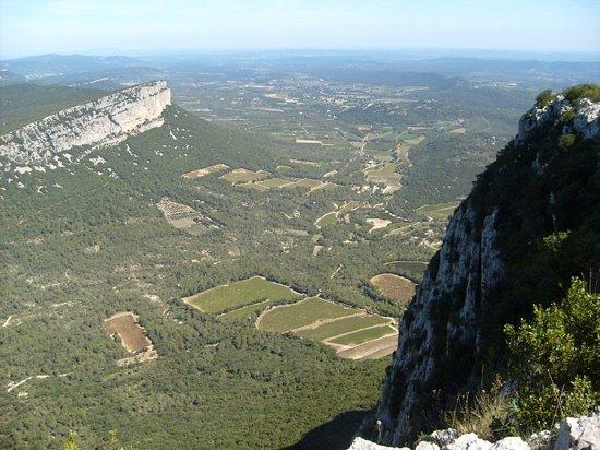 Montpellier, Frankrike: montagne d'hortus vue depuis le pic St. loup